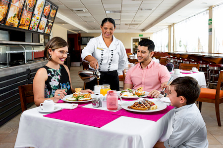 Restaurant Casa Mia En Hotel Santafe Loreto